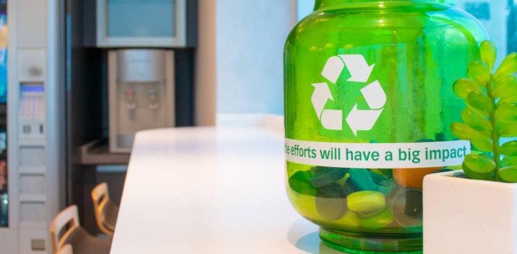 笑顔でプラスチックごみの収集、Green Wheelzイニシアチブ